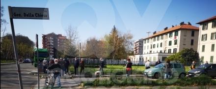 VENARIA - Riparte il mercato: lunghe le file per poter accedere in piazza De Gasperi