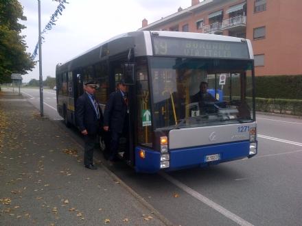 TORINO-BORGARO - Nomadi fermano per mezzora lautobus Gtt «69», bloccando le porte per...gioco!