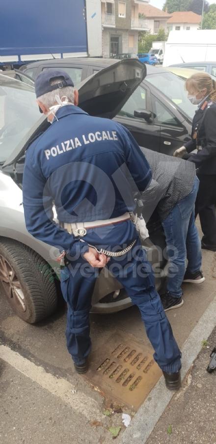 RIVOLI - Un miagolio dal vano motore: gatto imprigionato salvato da vigili del fuoco e municipale