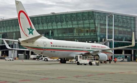 CASELLE - Caos in aeroporto: migrante fugge sulla pista e si arrampica sulla torre dei falconieri