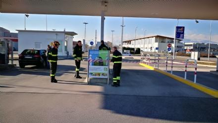 CASELLE - Perdita di benzina al distributore: intervento lampo dei vigili del fuoco