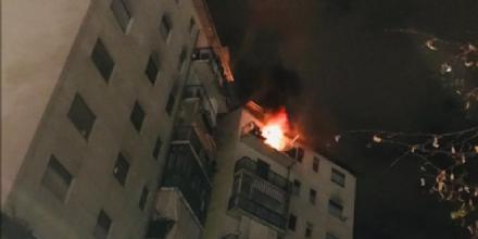 PAURA A VENARIA - Scoppia un incendio in un appartamento di via Di Vittorio