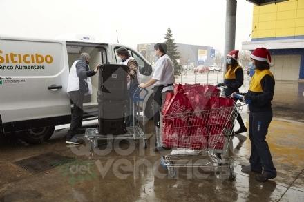 COLLEGNO - 1800 pasti caldi e 850 pacchi alimentari: il regalo di Ikea ai più bisognosi