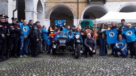 VENARIA - «Un motogiro per unire»: piazza Annunziata tinta di blu ha accolto centinaia di Harley