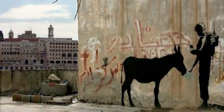 RIVOLI - Al teatrino del Castello il film-evento «Luomo che rubò Banksy» di Proserpio