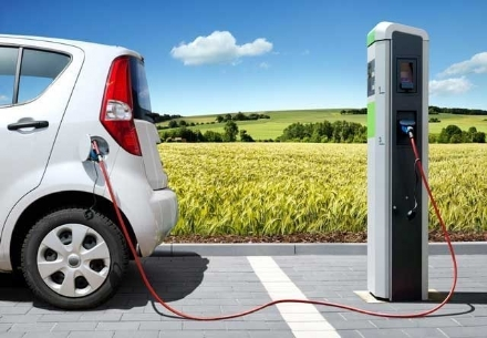 Venaria, da oggi strisce blu gratuite per auto elettriche