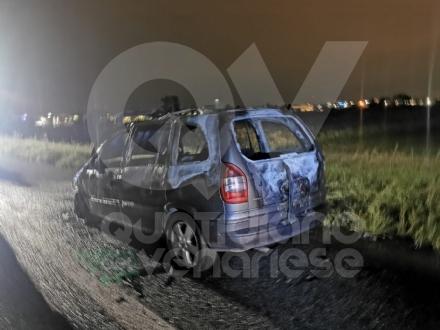 RIVOLI - Auto in fiamme in tangenziale: conducente riesce a mettersi in salvo