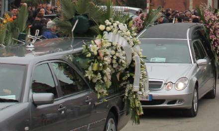 VENARIA - I ladri svaligiano la casa della vedova: era ai funerali delladorato marito