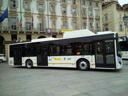 TRASPORTI E CORONAVIRUS - Da domani chiusura temporanea delle porte anteriori di tram e bus