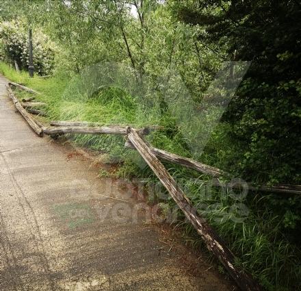 VENARIA - Il degrado di Corona Verde: tra atti vandalici, scarsa manutenzione e costruzioni mai finite