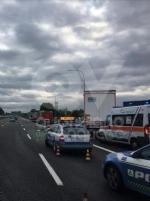 RIVOLI-COLLEGNO - Doppio incidente in tangenziale: auto contro guardrail e tir su una scarpata - immagine 10