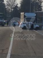 VENARIA - Scontro taxi-camion lungo la provinciale: un ferito FOTO - immagine 10