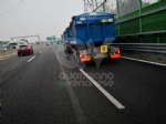 RIVOLI - Incidente in tangenziale: ferito autotrasportatore. Caos e lunghe code - FOTO - immagine 11