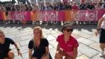 GIRO DITALIA A VENARIA - Grande folla per la carovana del Giro - FOTO - immagine 12