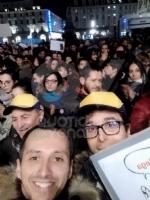 VENARIA - Tante «sardine» venariesi alla manifestazione di questa sera in piazza Castello - immagine 13