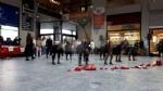 VENARIA - La pioggia non ha fermato le iniziative per la Giornata contro la violenza sulle donne - immagine 18
