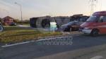 MATHI - Paura in via Torino: tir si ribalta alluscita dalla rotatoria. Autista illeso - immagine 1