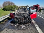 COLLEGNO - Auto prende fuoco durante la marcia sulla Tangenziale - VIDEO - immagine 1