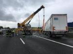 RIVOLI-COLLEGNO - Doppio incidente in tangenziale: auto contro guardrail e tir su una scarpata - immagine 14