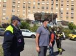 RIVOLI - Il «grazie» di Comune, forze dellordine, associazioni e pompieri al personale sanitario - FOTO E VIDEO - immagine 1