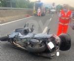 RACCORDO TORINO-CASELLE - Furgone e scooter entrano in collisione: grave donna, ora al Cto - immagine 1