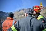VAL DELLA TORRE - Incendio boschivo: la situazione è in miglioramento. In azione lelicottero - immagine 1