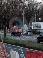 VENARIA - Raffiche di vento in città: scoperchiata la tettoia del sottopasso di corso Garibaldi - immagine 1