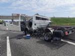 TORINO-CASELLE - Furgone finisce contro le barriere in cemento: un ferito e disagi in tangenziale - immagine 1