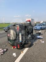 COLLEGNO - Doppio incidente in tangenziale: auto ribaltata, traffico in tilt. - immagine 1