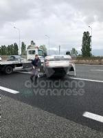 CAOS IN TANGENZIALE - Raffica di incidenti: due auto ribaltate e tre feriti - immagine 7