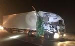 RIVOLI - Scontro tra due tir in tangenziale: un autotrasportatore finisce in ospedale - immagine 1