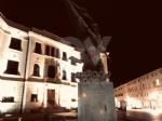 VENARIA - «No alla censura»: CasaPound imbavaglia il monumento dei Caduti delle due guerre - immagine 1