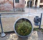 RIVOLI - Imbecilli in azione: vandalizzato il centro storico e il Villaggio di Babbo Natale - immagine 1