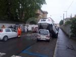 VENARIA - Perde il controllo dellauto e sinfila sotto unaltra parcheggiata: donna in ospedale - immagine 4