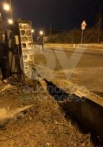 DRUENTO - Esce di strada e si abbatte sulla cancellata dellabitazione: miracolosamente illeso - immagine 1