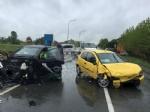 CASELLE - Scontro lungo la provinciale: due auto coinvolte, tre persone ferite - immagine 1