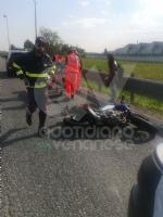 RIVOLI - Moto e auto si scontrano: due centauri finiscono in ospedale - immagine 1