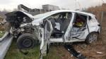 CASELLE-BORGARO - Paura in tangenziale: scontro fra due auto, una finisce fuori strada. Due feriti - immagine 1