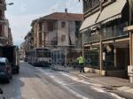 VENARIA - Autobus Gtt perde gasolio in mezzo alla strada: traffico bloccato e passeggeri a piedi - FOTO - immagine 1