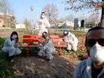 VENARIA - Sei panchine rosse per dire «NO» alla violenza sulle donne: dipinte dalla Factory - immagine 1
