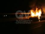 CASELLE - Auto a fuoco mentre percorreva la ex statale - immagine 1