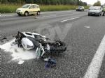 COLLEGNO - Caos in tangenziale. Scontro auto-moto: due persone ferite - immagine 1