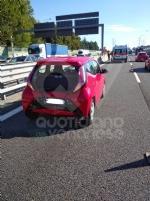 RIVOLI - Tamponamento auto-moto in tangenziale: centauro ferito - immagine 1