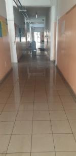 COLLEGNO - Idioti scaricano acqua ed estintori nelle aule della scuola: danni alla Gramsci - FOTO - immagine 1