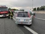 RIVOLI - Testacoda in tangenziale dopo aver urtato il guardrail: coppia rimane ferita - immagine 1