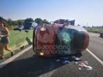 TANGENZIALE NORD TORINO - Scontro allo svincolo di Savonera, traffico in tilt. Auto ruote allaria sulla terza corsia - FOTO - immagine 1