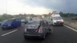 TANGENZIALE - La 500 si ribalta nel traffico: una donna e due bambine finiscono in ospedale - immagine 1