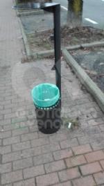 BORGARO - Idioti in azione: divelti i cestini, in frantumi una fermata del bus - immagine 1