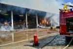 BORGARO-VILLARETTO - Azienda agricola in fiamme: bruciate 400 rotoballe di fieno - immagine 4