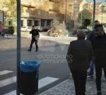 RIVOLI - Paura in corso Susa: Fiat Punto prende fuoco mentre è in marcia - FOTO E VIDEO - immagine 3